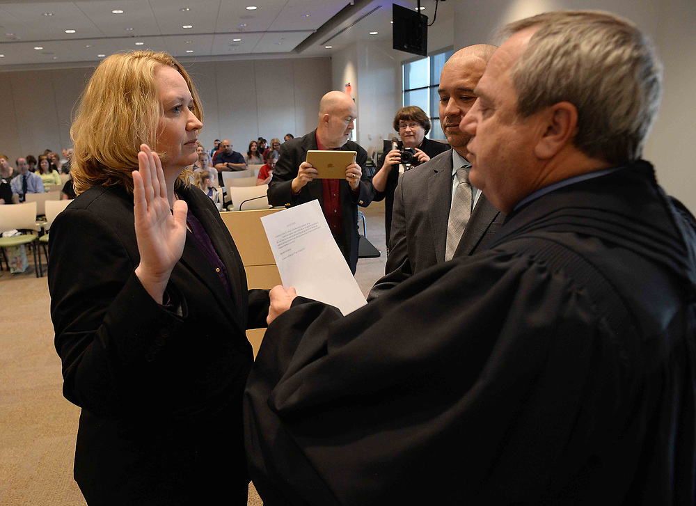 apl031317b/RIO RANCHO/pierre-louis/JOURNAL 031317<br /> Rio Rancho School Board member Catherine Cullen,, left swears in with the help of her husband Richard Cullen,