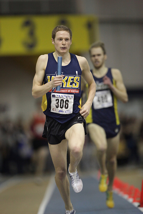 Windsor, Ontario ---13/03/09--- Darren Mazzei of  the University of Victoria competes in the 4X800 metre relay at the CIS track and field championships in Windsor, Ontario, March 13, 2009..GEOFF ROBINS Mundo Sport Images