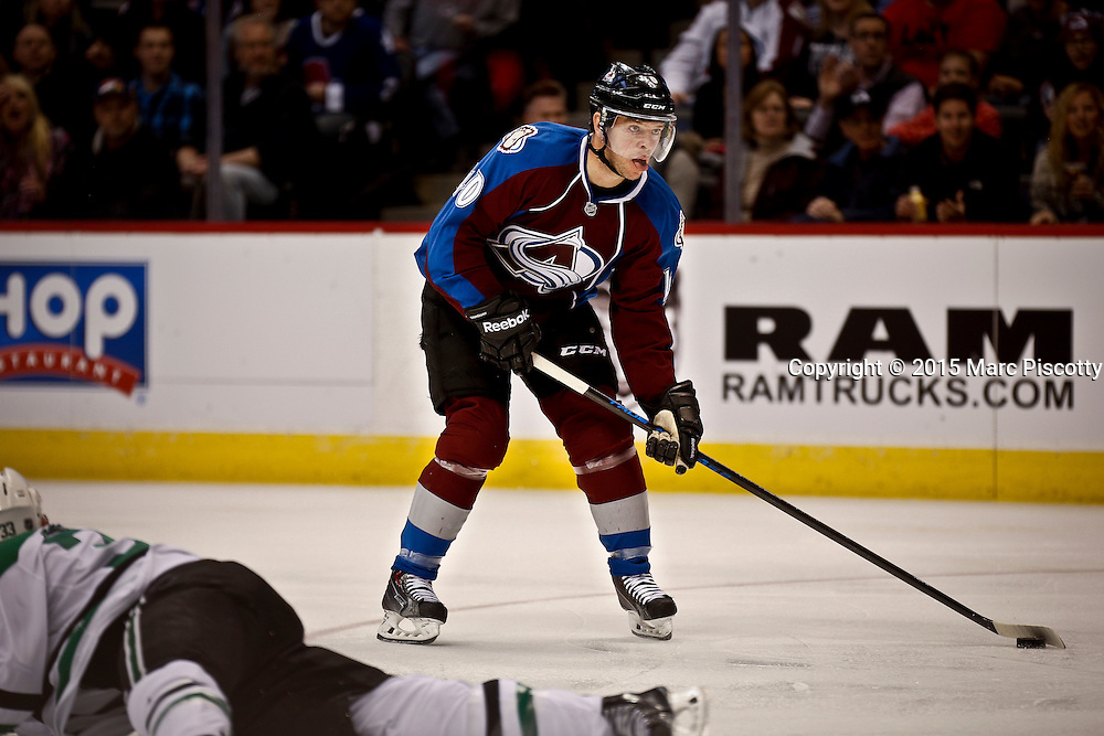 SHOT 1/10/15 4:09:29 PM - The Colorado Avalanche's Alex Tanguay #40 looks to shoot on net against the Dallas Stars during their regular season game at the Pepsi Center in Denver, Co. Colorado won the game 4-3.  (Photo by Marc Piscotty / © 2015)