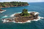 El archipi&eacute;lago de las Perlas (tambi&eacute;n islas de las Perlas) son un grupo de alrededor de 39 islas y 100 islotes (muchas de ellas son peque&ntilde;as y deshabitadas) ubicadas en el coraz&oacute;n del golfo de Panam&aacute;, a unos 48 km de las costas del istmo de Panam&aacute; y con una superficie total de 1.165 km?, Administrativamente todo el archipi&eacute;lago pertenece al distrito de Balboa, dentro de la provincia de Panam&aacute;.<br /> <br /> El nombre proviene de la abundancia de perlas que exist&iacute;a en la zona, durante el per&iacute;odo de dominio espa&ntilde;ol. En esta zona se hall&oacute; la famosa Perla Peregrina que posey&oacute; Felipe II y que tambi&eacute;n fuera propiedad de la actriz Elizabeth Taylor, hasta su fallecimiento en el a&ntilde;o 2011.<br /> <br /> Por su incre&iacute;ble cantidad y diversidad de peces y especies marinas, este archipi&eacute;lago es considerado uno de los mejores lugares de pesca deportiva en el mundo.<br /> <br /> El nombre del archipi&eacute;lago debe su origen a que en la &eacute;poca colonial exist&iacute;an una gran cantidad de perlas en estas islas. <br /> <br /> Adem&aacute;s se caracteriza por gran diversidad de peces y especies marinas. <br /> &copy;Alejandro Balaguer/Fundaci&oacute;n Albatros Media.