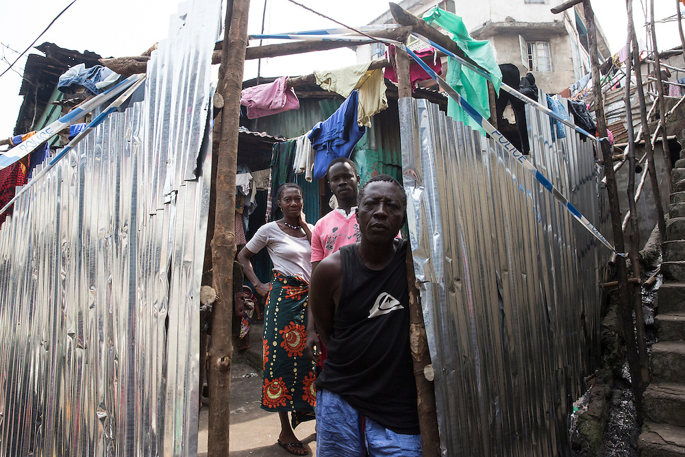 See here is the quarantined house of Bolo Abu Mansaraoi in Susan Bay's area of Freetown after the death of one of their members. WFP and partners providing food for their needs for 21 days during the quarantaine.                  <br /> Photo UNMEER?Martine Perret 14 december 2013