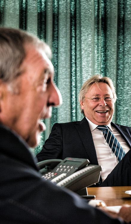 Nederland, Rijssen 16sept2013 Dik Wessels (l) en Peter den Oudsten (rechts) op het Kantoor van de Reggeborgh investerings groep. Reggeborgh gaat investeren in vliegveld Twenthe. Het consortium Reggeborgh en Aviapartner is het eens geworden met Area Development Twente (ADT) over de ontwikkeling en exploitatie van luchthaven Twente en een bijbehorend bedrijventerrein. ondertekening intentieovereenkomst vindt 26 sept1013 plaats