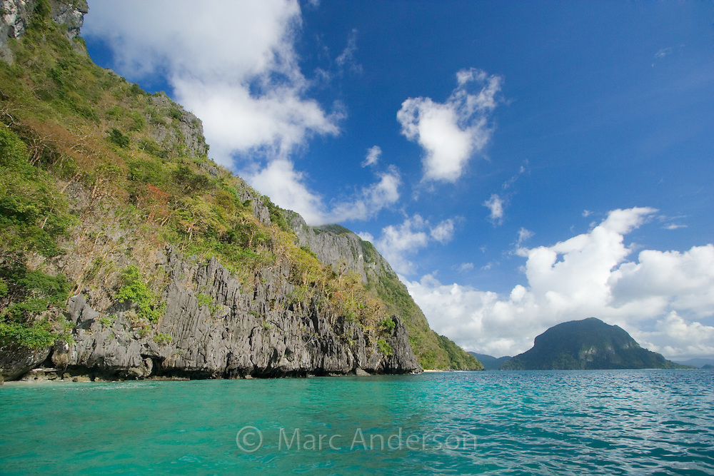 Stunning coastline & blue water surrounding a tropical island in the Bacuit Archipelago, El Nido, Palawan, Philippines