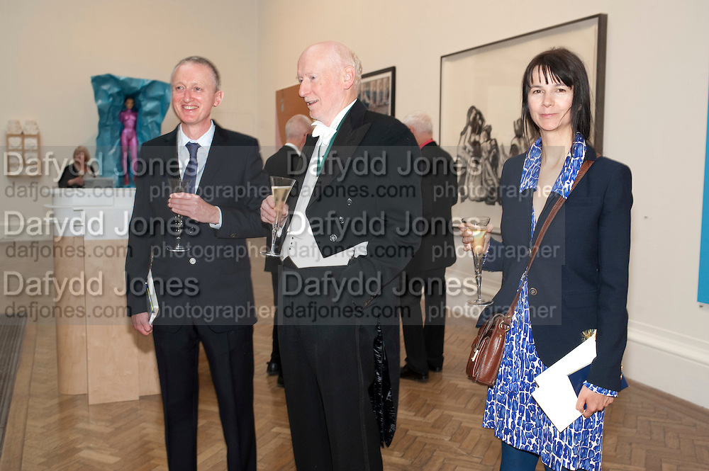 MICHAEL LANDY; BILL WOODROW; GILLIAN WEARING, Royal Academy of Arts Annual dinner. Royal Academy. Piccadilly. London. 1 June <br /> <br />  , -DO NOT ARCHIVE-&copy; Copyright Photograph by Dafydd Jones. 248 Clapham Rd. London SW9 0PZ. Tel 0207 820 0771. www.dafjones.com.