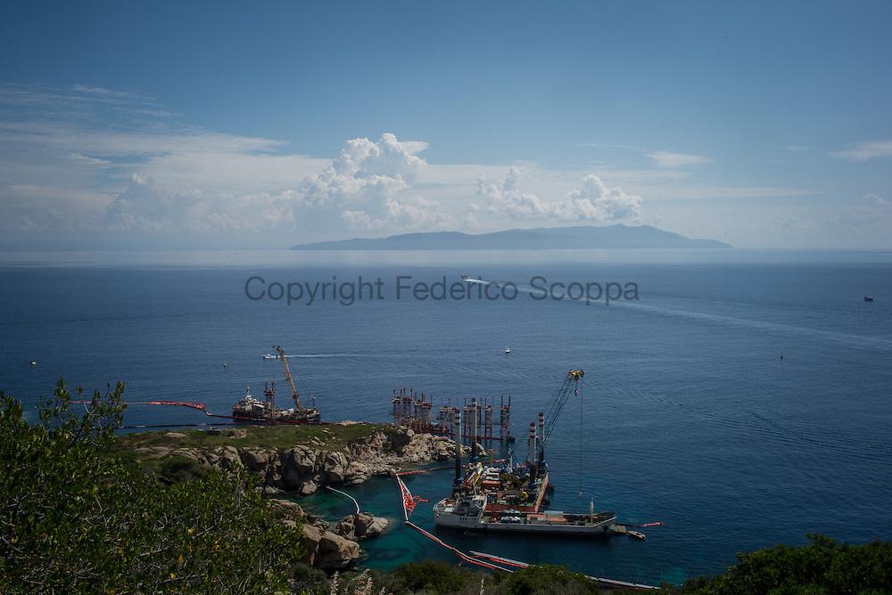 Il punto esatto dove il relitto della nave Costa Concordia e' rimasto per 900 giorni da ieri vuoto