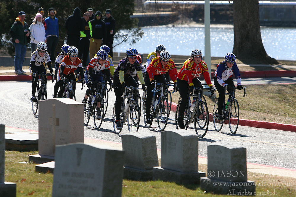 Cate McLean and the Women's A field rides along side the cemetary at the U.S. Naval Academy in the 2006 Navy Criterium.