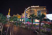 Casino's op de zogenaamde strip in Las Vegas. Las Vegas is wereldberoemd om de casino's en de hotels. Ieder casino heeft een eigen thema en het ene casino is nog uitbundiger en groter dan het ander. De meeste casino's liggen aan de Las Vegas Boulevard, ook wel De Strip genoemd.<br /> <br /> Casinos on the so-called strip in Las Vegas. Las Vegas is famous for its casinos and hotels. Each casino has its own theme and one casino is even more exuberant and larger than the other. Most casinos are located on Las Vegas Boulevard also known as The Strip.