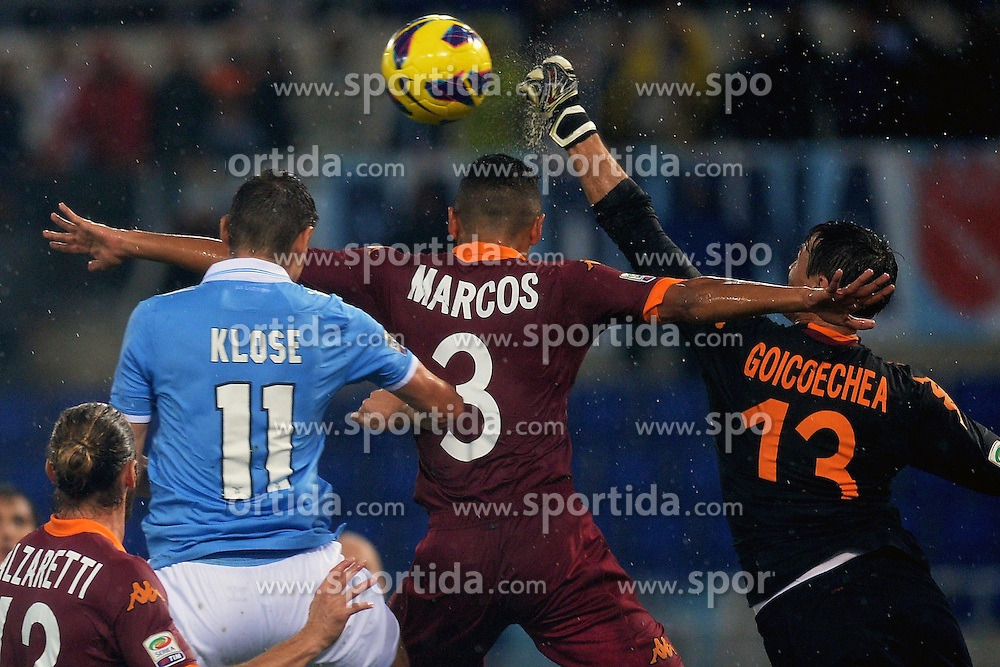 11.11.2012, Olympiastadion, Rom, ITA, Serie A, Lazio Rom vs AS Rom, 12. Runde, im Bild Miroslav Klose Lazio, Marquinho e Goicoechea Roma // during the Italian Serie A 12th round match between SS Lazio and AS Roma at the Olympic Stadium, Rome, Italy on 2012/11/11. EXPA Pictures © 2012, PhotoCredit: EXPA/ Insidefoto/ Andrea Staccioli..***** ATTENTION - for AUT, SLO, CRO, SRB, SUI and SWE only *****