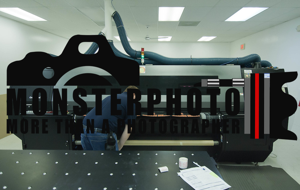 10/27/10 Wilmington DE: Production Co-Worker Scott Griffith as he does a final inspection on prints that are coming from the Croma Print 22 UV Printer by DuPont...Special to The News Journal/SAQUAN STIMPSON
