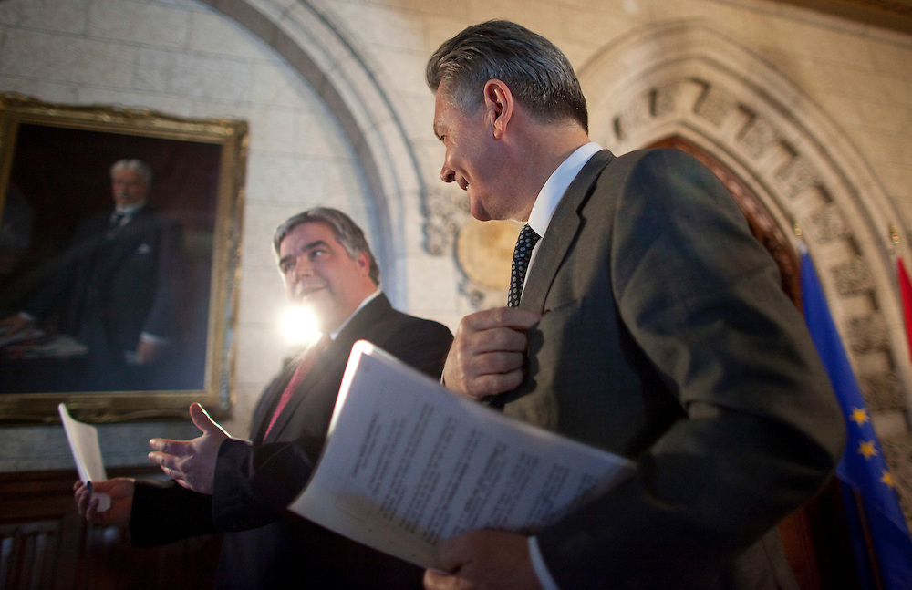 Karel De Gucht, European Commissioner for Trade and Canada's Minister of International Trade Peter Van Loan leave a joint press conference on Parliament Hill in Ottawa, Canada December 15, 2010.<br /> AFP/GEOFF ROBINS/STR