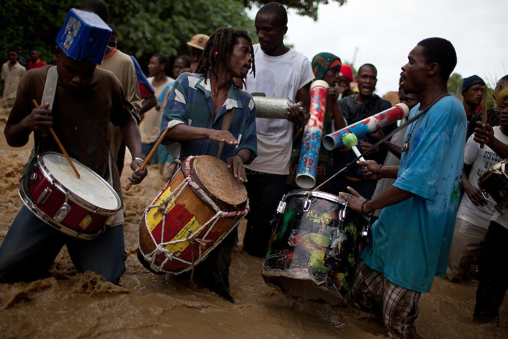 After hurricane Tomas went through Haiti, the city of Leogane has been totally flooded by the heavy rain and the overflow of the river Roullorne.///Haitians play drums during a demonstration in the the muddy water, in a street of Leogane during hurricane Tomas, to protest against the lack of help from the local authorities and the NGOs.