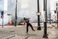 Confronto em reintegracao de posse no centro de Sao Paulo. // Confrontation in possession of reintegration in the center of Sao Paulo. Foto: Felipe Larozza/Argosfoto - Sao Paulo - SP, Brasil - 2014