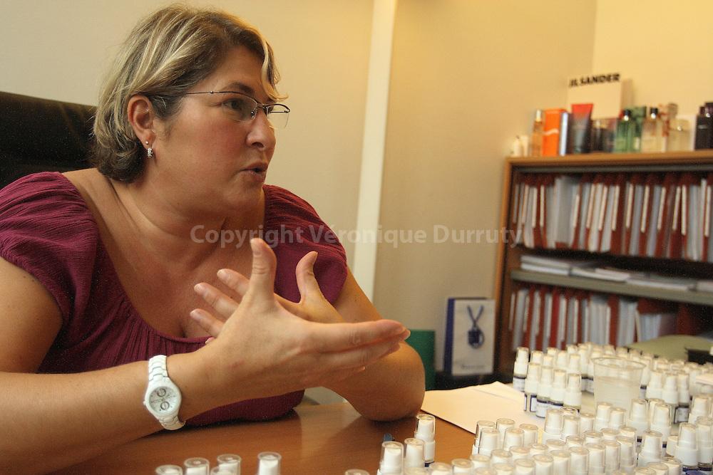 Nathalie Lorson, Fine Fragrances Creator, in her office. // Nathalie, Lorson, creatrice de parfumerie fine, dans son bureau.