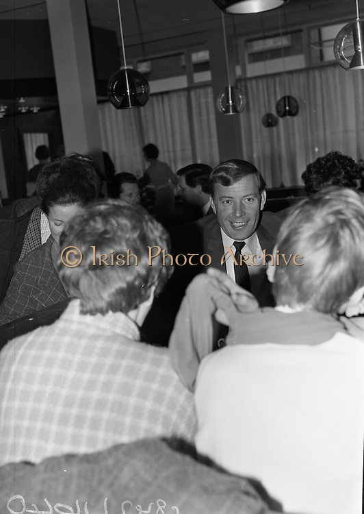 Singer Val Doonican opens new Silk Department at Boyers Stores, North Earl Street, Dublin.<br /> 25.05.1967