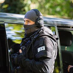 Entra&icirc;nement de policiers du RAID sur un sc&eacute;nario de prise d'otage dans un b&acirc;timent isol&eacute;. Intervention de THP, de policiers sp&eacute;cialistes et d'une colonne d'assaut. <br /> Octobre 2016 / Massy (91) / FRANCE