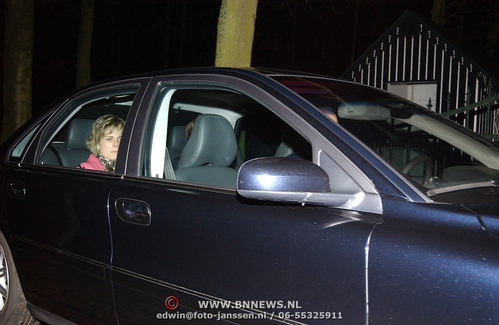 Overlijden prins Bernhard, prins Constantijn en vrouw Laurentien Brinkhorst verlaten paleis Soestdijk