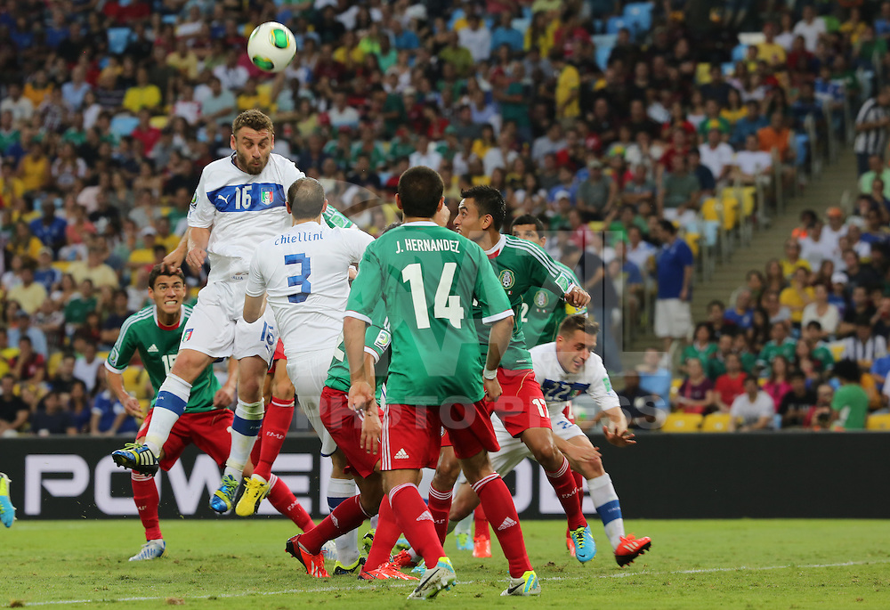 RIO DE JANEIRO, RJ, 16 JUNHO 2013 - COPA DAS CONFEDERACOES - MEXICO X ITALIA  - Jogador De Rossi (16) da Italia  durante a partida entre Mexico x Itália, válida pela primeira rodada da Copa das Confederações, no Estádio do Maracanã, no Rio de Janeiro, neste domingo.16. (FOTO: VANESSA CARVALHO/ BRAZIL PHOTO PRESS).