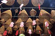 Hong Kong. . Tin Hau temple. Temple street.    / temple Tin Hau à Temple street,  dedie à la deesse de la mer et des pecheurs. .