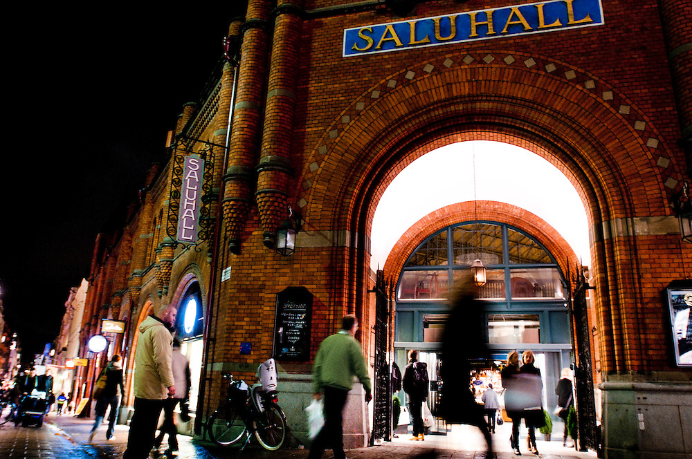 Östermalmstorg is a square with a big and exclusive food market hall: Östermalmshallen opened 1889.