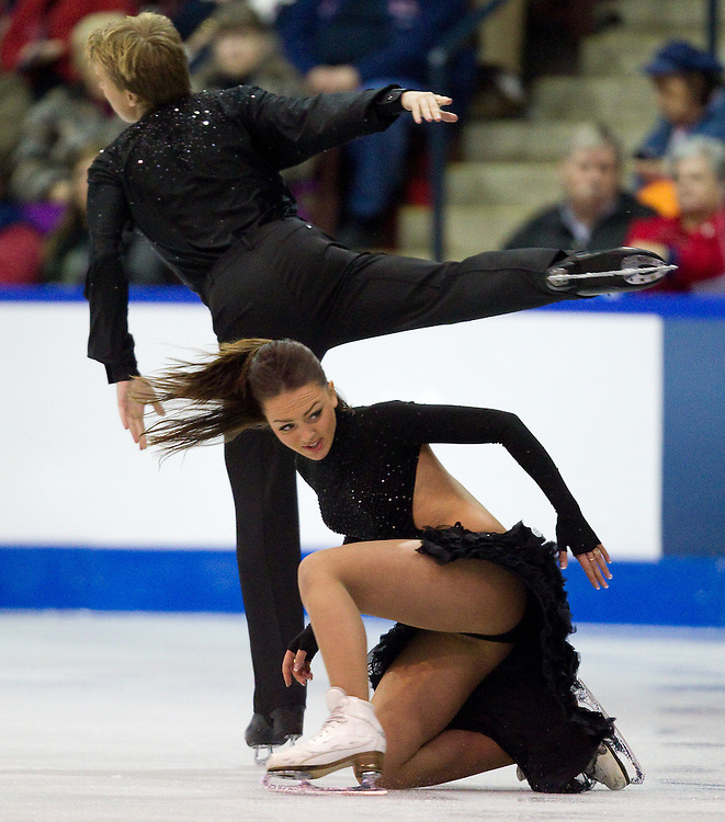 GJR377 -20111028- Mississauga, Ontario,Canada-  Ekaterina Riazanova  and  Ilia Tkachenko of Russia skate their short program in the ice dance competition at Skate Canada International, in Mississauga Ontario, October 28, 2011.<br /> AFP PHOTO/Geoff Robins