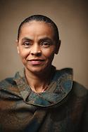 SAO PAULO, SP, BRASIL - 16/06/2010 :   Marina Silva - canditada a presidente da Republica pelo Partido Verde, em retrato pouco antes de ser sabatinada por jornalistas e leitores da Folha de S. Paulo.   (foto de Caio Guatelli)