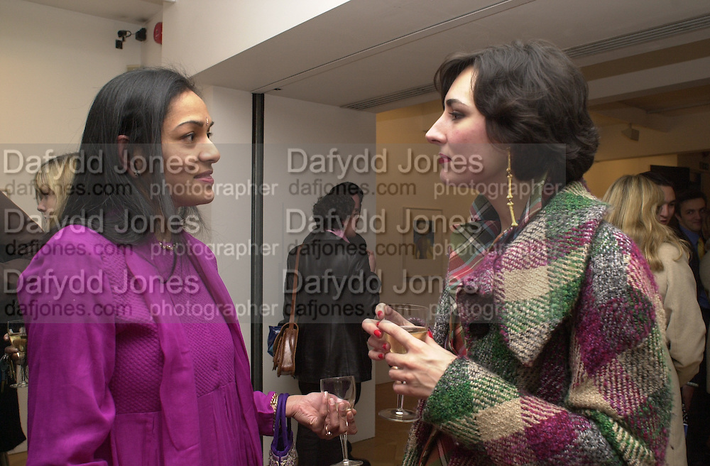 Pria Chatterjee and Sabrina Venezia. Francesco Clemente private view. Anthony d'Offay . London. 1 March 2001. © Copyright Photograph by Dafydd Jones 66 Stockwell Park Rd. London SW9 0DA Tel 020 7733 0108 www.dafjones.com