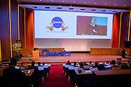 31-01-2014 Utrecht  Koningin Maxima woont in het hoofdkantoor van de Rabobank het jubileumsymposium van Qredits bij. De landelijke microfinancierings organisatie bestaat 5 jaar. COPYRIGHT ROBIN UTRECHT