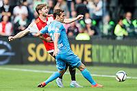 ROTTERDAM - Feyenoord - Willem II , Voetbal , Seizoen 2015/2016 , Eredivisie , Stadion de Kuip , 13-09-2015 , Speler van Feyenoord Jan-Arie van der Heijden (l) in duel met Willem II speler Frank van der Struijk (r)