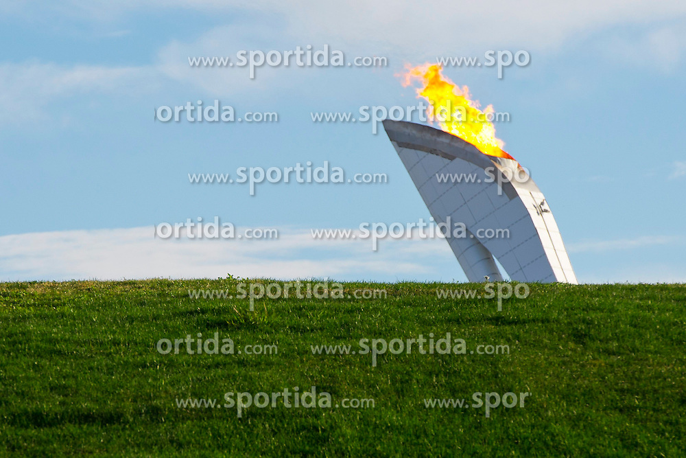 14.02.2014, Olympic Park, Adler, RUS, Sochi, 2014, Feature, im Bild Gruener Rasen vor dem Olympischen Feuer // during the Olympic Winter Games Sochi 2014 at the Olympic Park in Adler, Russia on 2014/02/14. EXPA Pictures &copy; 2014, PhotoCredit: EXPA/ Freshfocus/ Urs Lindt<br /> <br /> *****ATTENTION - for AUT, SLO, CRO, SRB, BIH, MAZ only*****