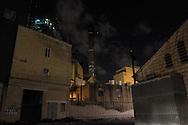 Malta, Marsa. La centrale elettrica, dalla parte opposta l'Open Center accoglie i rifugiati