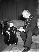 1954 – 29/11 Presentation to Lord Mayor by Lady Dwarf