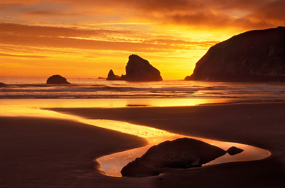 Sunset at Harris Beach State Park on the southern Oregon coast.