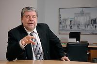 08 JAN 2007, BERLIN/GERMANY:<br /> Kurt Beck, SPD Parteivorsitzender und Ministerpraesident Rheinland-Pfalz, waehrend einem Interview, in seinem Buero, Willy-Brandt-Haus<br /> Kurt Beck, Party Leader of the Social Democratic Party, during an interview, in his office, Willy-Brandt-Haus<br /> IMAGE: 20070108-01-053<br /> KEYWORDS: Ministerpr&auml;sident