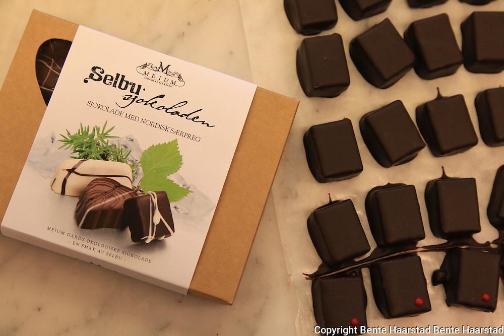 Terje Løkås i Meium Sjokolade produserer økologisk sjokolade basert på mange lokale smaker.