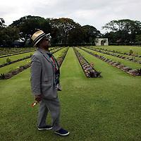 KWAI RIVER, THAILAND , JUNE-16: Prinz A auf dem Weg zu einem Denkmal auf Friedhof fuer die gefallenen Briten und Hollaender am Kwai river