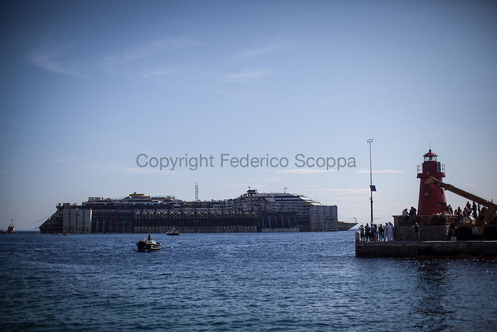 The Costa Concordia finaly starts to move