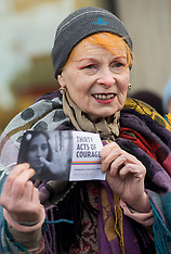 NOV 21 2013 Greenpeace Arctic 30 protest at Shell Centre