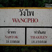 WANGPO, JUNE-16 : der Zug haelt in Wangpo.