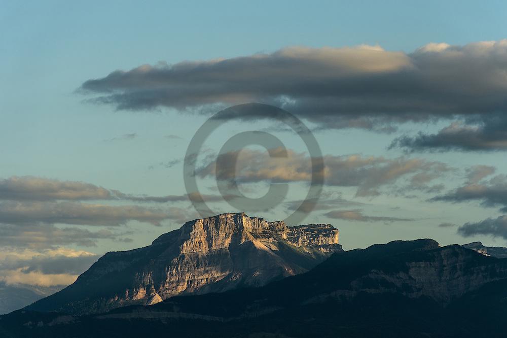 21/08/16 - AIX LES BAINS - SAVOIE - FRANCE - Le Mont Granier vu du Lac du Bourget, limite des departements de la Savoie et de l Isere - Photo Jerome CHABANNE