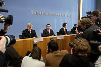 05 JAN 2005, BERLIN/GERMANY:<br /> Joschka Fischer (L), B90/Gruene, Bundesaussenminister, und Gerhard Schroeder (M), SPD, Bundeskanzler, vor Beginn einer Pressekonferenz zur Fluthilfe der Bundesregierung<br /> and Joschka Fischer (L), Federal Minister of Foreign Affairs, und Gerhard Schroeder (M), Federal Chancellor of Germany, before the beginning of a press conferece about the donations for the tsunami-hit nations<br /> IMAGE: 20050105-01-009<br /> KEYWORDS: Gerhard Schr&ouml;der, Flutkatastrophe, Sturmflut, Erdbeben, Treppe, Tsunami, Journalisten, Fotografen, Kamera, Camera