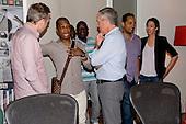 8/20/2013 - Kirk Franklin Signing
