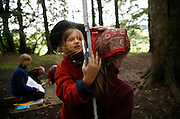 Svizzera, San Gallo, asilo nel bosco , una lezione di matematica ....Switzerland, St. Gallen, kindergarten in the wood. Children are free to run and enjoy in the wood no matter cold or snow. a math lesson..