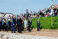 HOEK VAN HOLLAND - De Argentijnse president Mauricio Macri, zijn vrouw Juliana Awada, Koning Willem-Alexander en koningin Maxima brengen een bezoek aan de haven van Rotterdam op de tweede dag van het staatsbezoek van het paar aan Nederland. <br />  28-3-2017 - Visit to the Port of Rotterdam  Location: Berghaven, Hoek van Holland.  State visit 2 days to the Netherlands by President Mauricio Macri of the Argentine Republic and his wife Juliana Awada. COPYRIGHT ROBIN UTRECHT<br /> Staatsbezoek aan Nederlandvan president Mauricio Macrivan de Argentijnse Republiek vergezeld door zijn echtgenote Juliana Awada  staatsbezoek , koning , Willem , Alexander ,koningin Maxima ,staatsbanket , ontvangst ceremonie , Argentinie ,