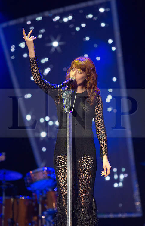© London News Pictures. 25/08/2012. Reading, UK. Florence and the Machine performing on the main stage on day two of Reading Festival 2012 in Reading, Berkshire, UK on August 25, 2012. The three day event which attracts over 80,000 music fans headlines The Cure, Kasabian and The Foo Fighters Photo credit : Ben Cawthra/LNP