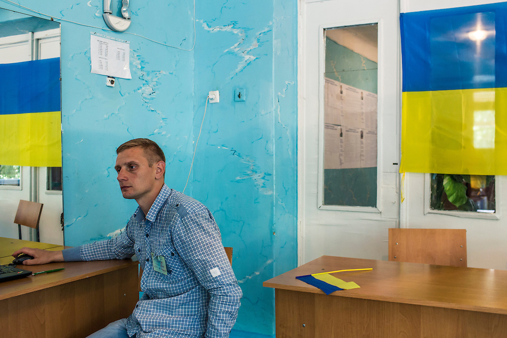 DOBROPILLYA, UKRAINE - MAY 25: A worker at a polling station in Ukraine's presidential election  on May 25, 2014 in Dobropillya, Ukraine. The elections are widely viewed as crucial to taming instability in the eastern part of the country. (Photo by Brendan Hoffman/Getty Images) *** Local Caption ***