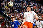 AMSTERDAM - Nederland - USA , Amsterdam ArenA , Voetbal , oefeninterland , 05-06-2015 , Nederlands elftal speler Klaas Jan Huntelaar scoort het eerste doelpunt door de 1-0 over de keeper heen te koppen