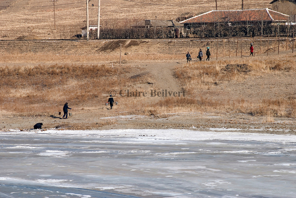 get some water near Hoeryong. Water pipes often freeze during winter ...