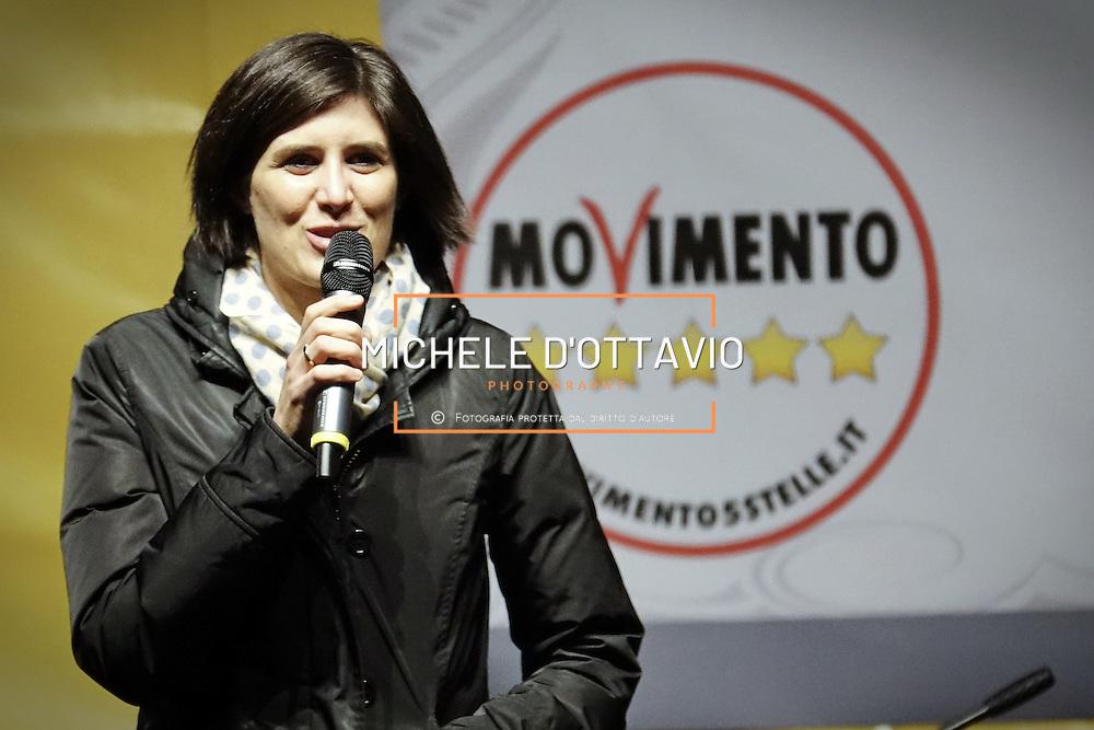 Chiara Appendino in piazza San Carlo a Torino, nel corso della manifestazione di chiusura della campagna elettorale del M5S per il Referendum Costituzionale. 2 dicembre 2016