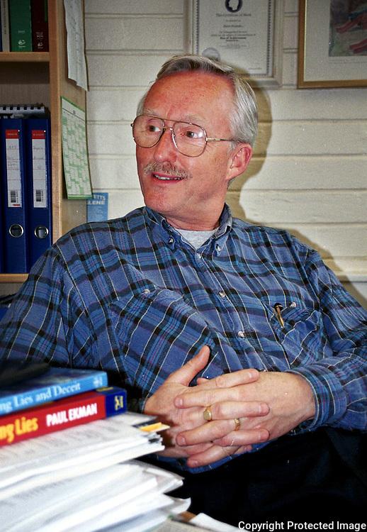 Sven Svebak, professor i Atferdsmedisin (humor, løgn, løgndetektor), NTNU