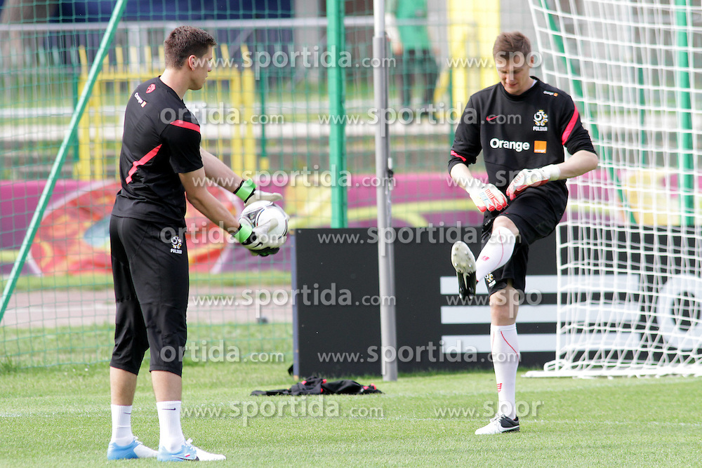 09.06.2012, Trainingstadion, Warschau, POL, UEFA EURO 2012, Polen, Training, im Bild WOJCIECH SZCZESNY, PRZEMYSLAW TYTON // during the during EURO 2012 Trainingssession of Poland Nationalteam, at the preperation stadium, Warsaw, Poland on 2012/06/09. EXPA Pictures © 2012, PhotoCredit: EXPA/ Newspix/ Adam Jastrzebowski..***** ATTENTION - for AUT, SLO, CRO, SRB, SUI and SWE only *****